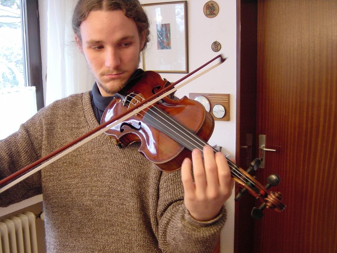 czy_latwo_nauczyc_sie_grac_na_skrzypcach.jpeg