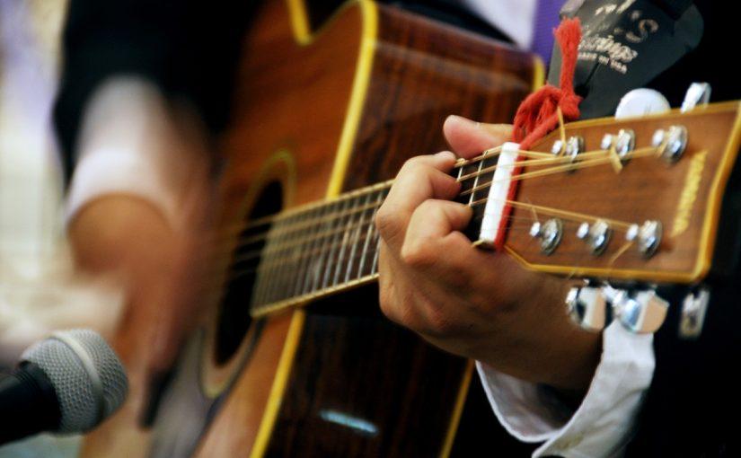 Czy można samemu nauczyć się grać na gitarze?