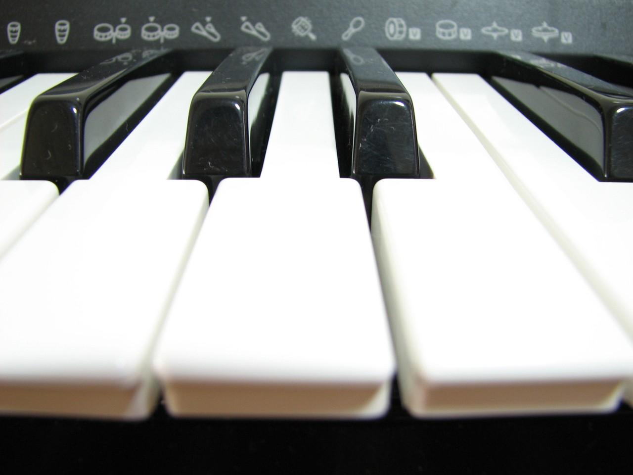 czym_rozni_sie_pianino_od_fortepianu.jpeg